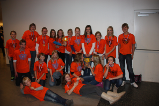 1354793156-First-Lego-League-Senior-Solutions-twee-bekers-voor-TCC-Losser.png