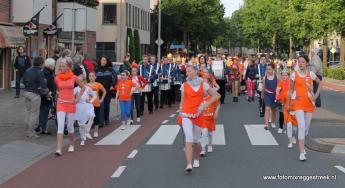 Enschede duizenden wandelaars lopen avondvierdaagse for Avondvierdaagse nijverdal